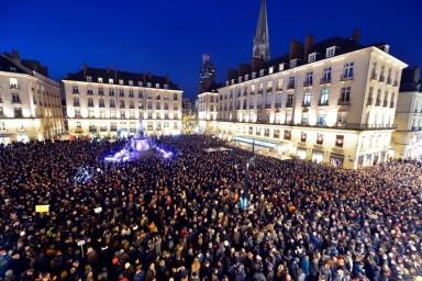 7776133473_une-manifestation-de-soutien-a-charlie-hebdo-a-nantes-le-7-janvier-2015